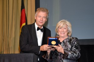Peter Ammon presents the Leo Baeck Medal to Margarethe von Trotta in New York on November 28, 2012