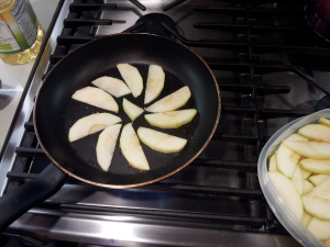The sliced apples