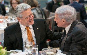 Federal President Gauck (l) and Dr. Ronald B. Sobel. Photo: Michael Fahrig.