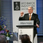 Federal President Joachim Gauck accepts the Leo Baeck Medal on May 14, 2014 in Berlin.
