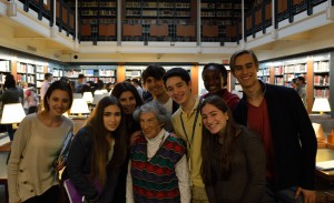 Miriam Merzbacher (c) and students in the reading room at the Center for Jewish History.