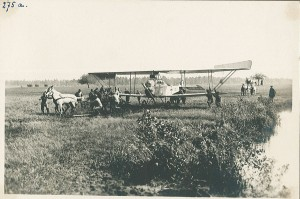 Military technology in 1916 included both airplanes and horses.
