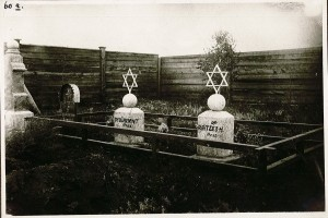 Bardach photographed many Jewish sites, including these graves of Jewish doctors.
