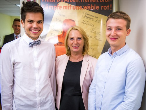 Simeon Gozivoda (l.) and Jan Dreer with Doris Bures at Leo Baeck Institute, New York, where the young volunteers shared examples of their work with the Social Democratic politician.