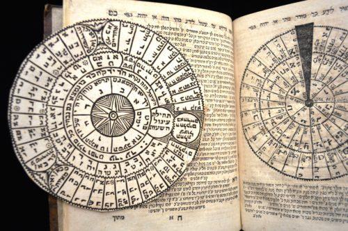 Mit der Drehscheibe des Sefer Ibronot lässt sich der jüdische Kalender berechnen.