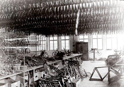 Ein Blick in die Fahrradproduktion um 1920. (Fotosammlung Stadtarchiv Suhl)