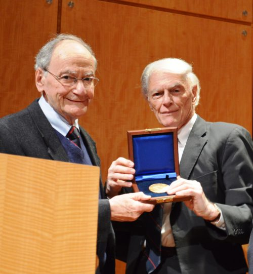 Ismar Schorsch (l.) receiving the Leo Baeck Medal from LBI-President Ronald Sobel in 2015