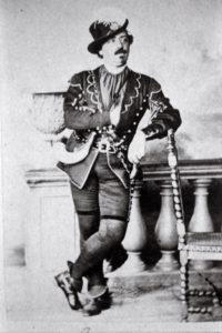 Heinrich Sontheim (3. Februar 1820 in Jebenhausen – 2. August 1912 in Stuttgart) war ein deutsch-jüdischer Opernsänger (Tenor).